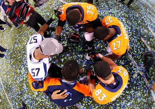 praying-seahawks-broncos-mike-morgan-wes-welker